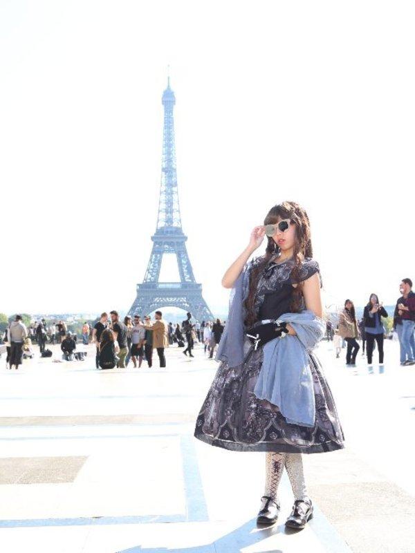 October in Paris! The sunl...