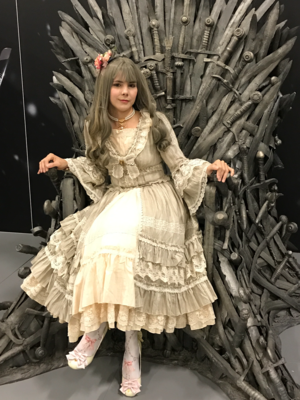 A Lolita can be also a queen