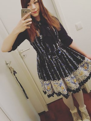 Wore lolita to the city af...