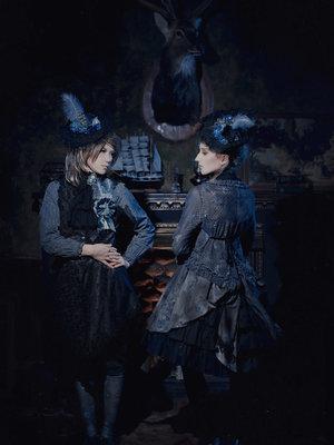 Dark rococo photo shoot wi...