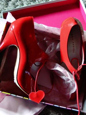 Marjo Laineの「Shoes」をテーマにしたファッションです。(2018/02/27)