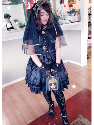 Hachiの「Lolita」をテーマにしたファッションです。(2018/02/27)