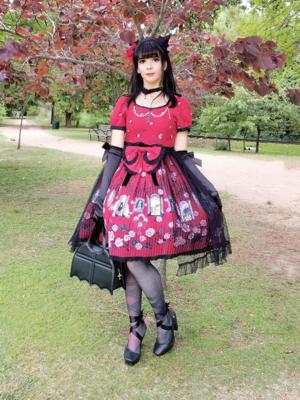 Eugenia Salinasの「Gothic」をテーマにしたファッションです。(2018/04/16)
