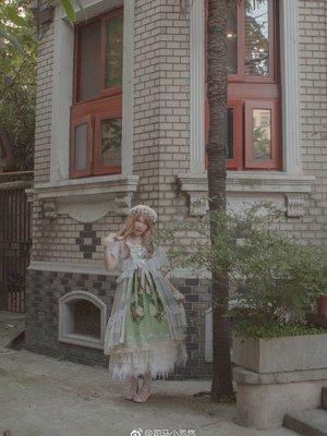 想住在一座古老的都市,拥有一间向阳的房间。平常和爱人...
