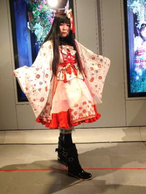 蝶華の「華ロリ」をテーマにしたファッションです。(2017/06/14)