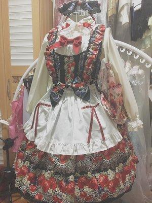 终于收到了今年的草莓🍓黑X红配色真的太好看了~围裙也...