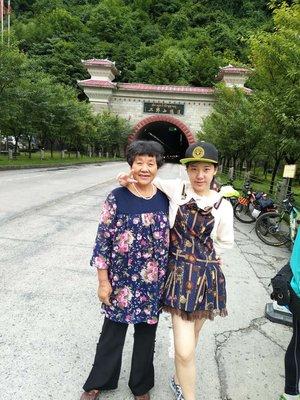 二郎山~ 外婆很喜欢我DIO的帽子  因为有The ...