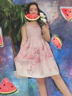 用美图秀秀P的 哈哈哈哈哈哈 超级适合夏天的小裙子...