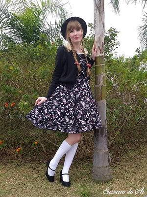 Country lolita in a cold d...