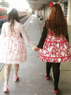 My friend Jéssica (right) ...