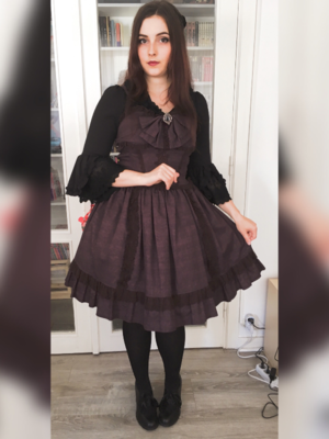 Outfit for a tea party wit...