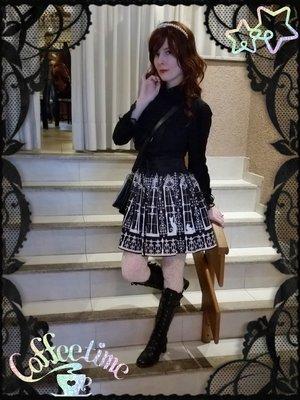Gothic princess at a cafe