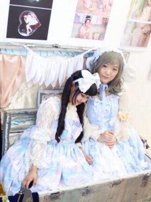 友達と一緒の写真 和朋友一起拍的照片~正好都穿了蓝色的裙子