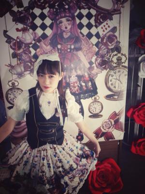 參加小玫瑰星球的非生日快樂茶會 不小心就買了新品半裙...